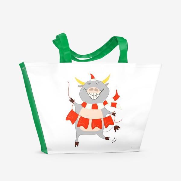 Пляжная сумка «Бычок с новогодней гирляндой Флажки Рождество»