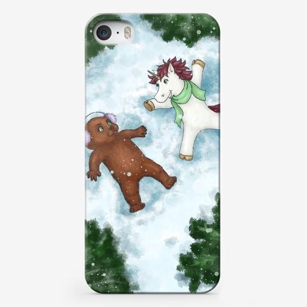 Чехол iPhone «Единорог и медвежонок делают снежных ангелов»