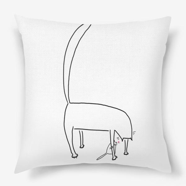 Подушка «Кошка и котенок за ее лапкой »