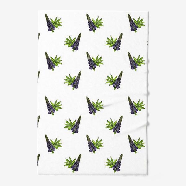 Полотенце «Цветочный орнамент из синих люпинов и зеленых листьев на белом фоне»