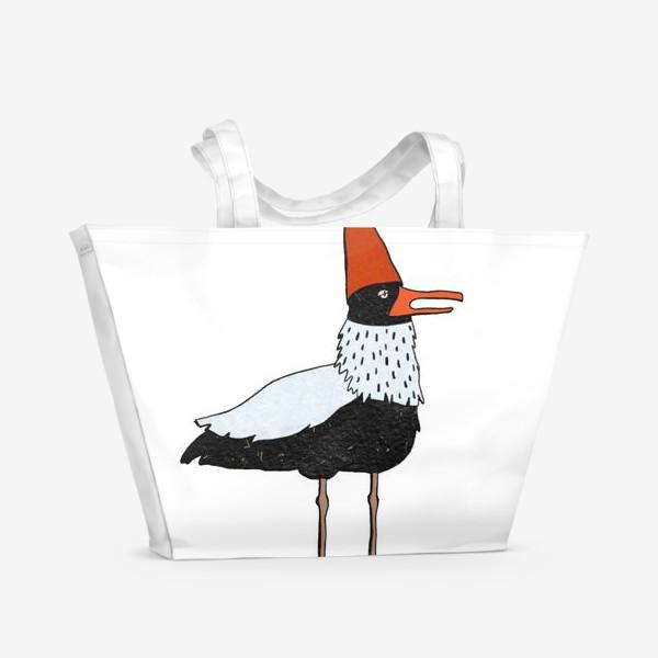 Пляжная сумка «Чайка в колпаке на белом фоне. »