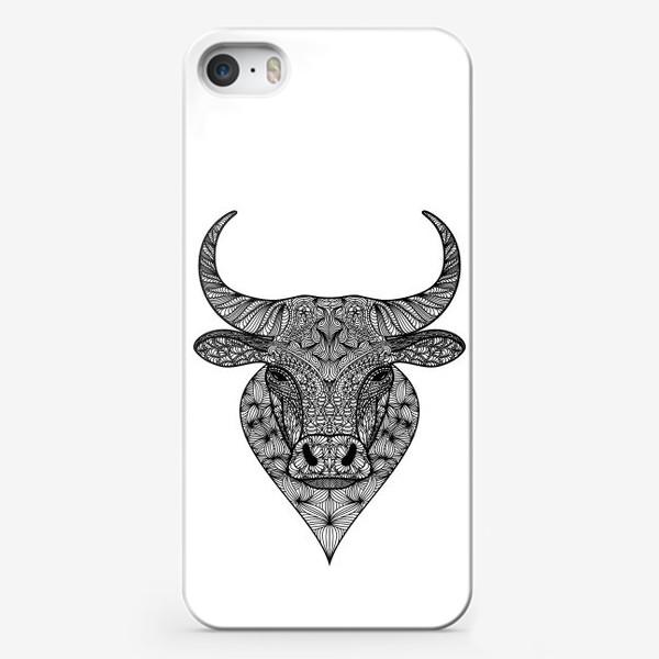 Чехол iPhone «Узорчатая голова быка. Рисунок быка с этническим орнаментом. Серьезное, брутальное, невозмутимое выражение лица»
