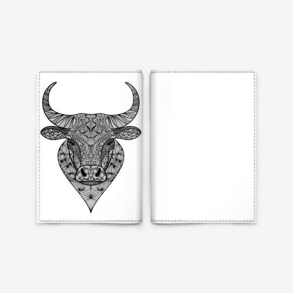 Обложка для паспорта «Узорчатая голова быка. Рисунок быка с этническим орнаментом. Серьезное, брутальное, невозмутимое выражение лица»