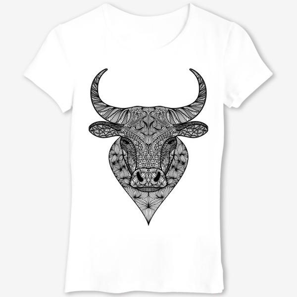 Футболка «Узорчатая голова быка. Рисунок быка с этническим орнаментом. Серьезное, брутальное, невозмутимое выражение лица»