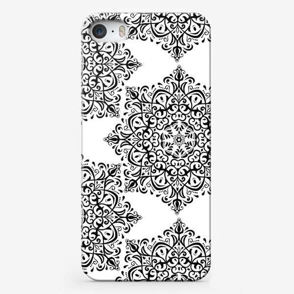 Чехол iPhone «Паттерн из черно-белого орнамента»