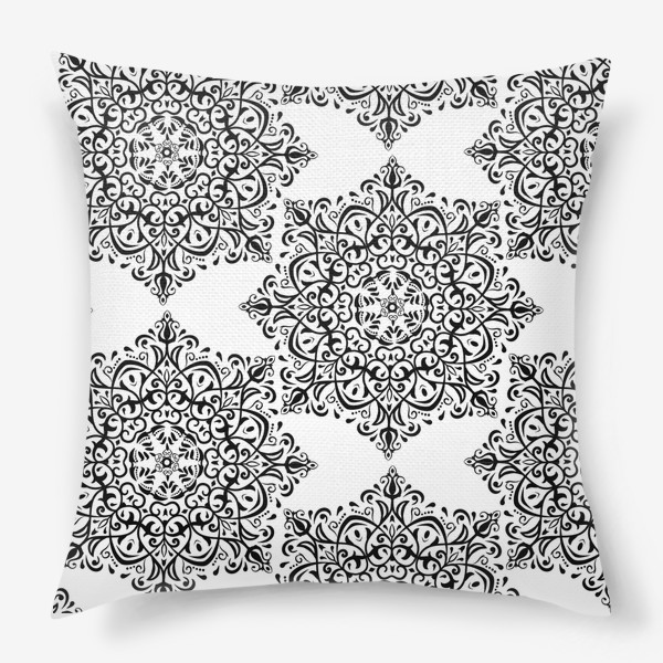 Подушка «Паттерн из черно-белого орнамента»