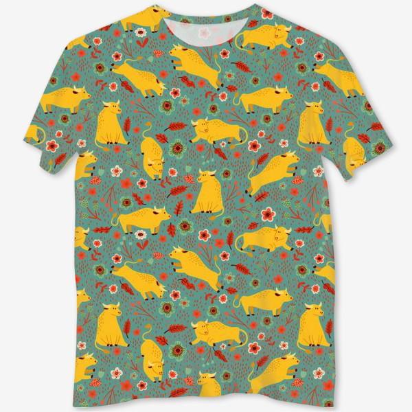 Футболка с полной запечаткой «Жёлтые быки резвятся на лугу в цветах»