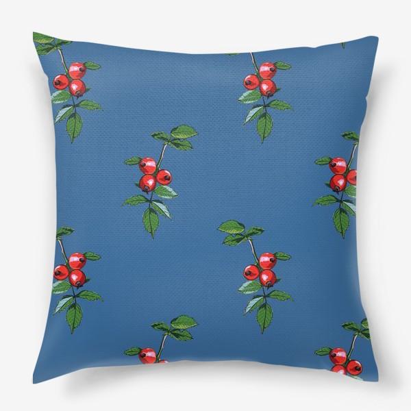 Подушка «Красные ягоды шиповника на синем фоне. Яркие плоды на ветке с зелеными листьями»