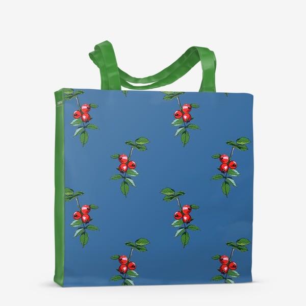 Сумка-шоппер «Красные ягоды шиповника на синем фоне. Яркие плоды на ветке с зелеными листьями»