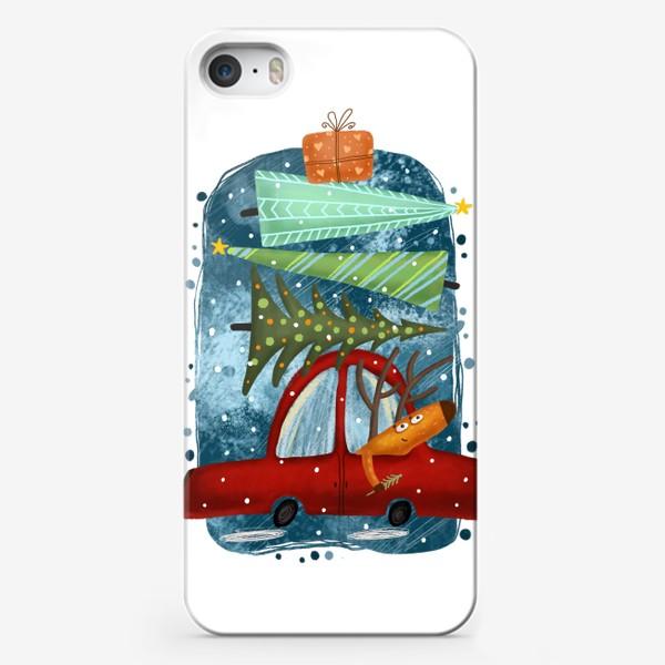 Чехол iPhone «Рождественский олень и новогодние елки»