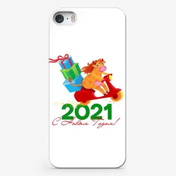 Чехол iPhone «С Новым Годом! Веселая корова с подарками на красном скутере. Год Быка 2021»