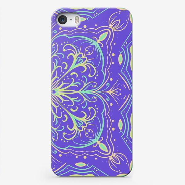 Чехол iPhone «Паттерн.Абстракция на фиолетовом фоне»