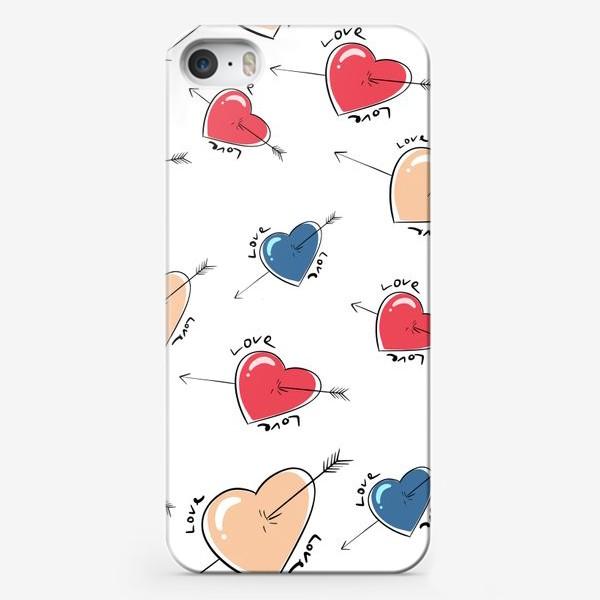 Чехол iPhone «Сердца со стрелами.Паттерн »
