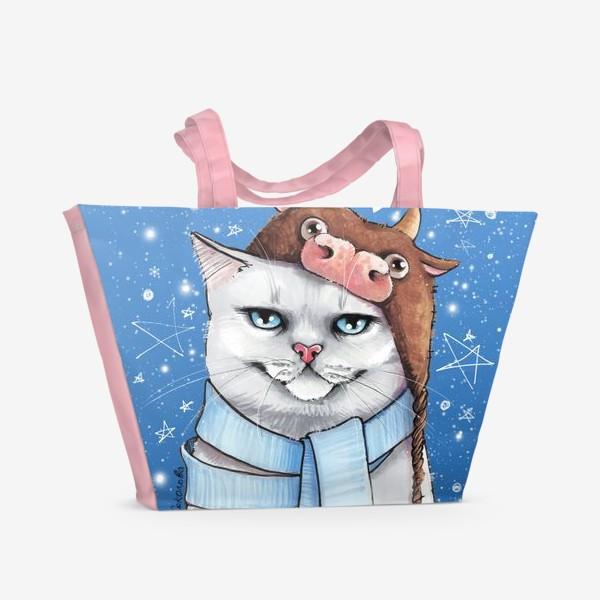 Пляжная сумка «кот в шапке с быком нг 2021 - голубой фон»