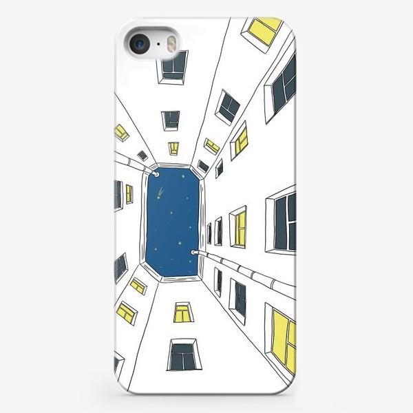 Чехол iPhone «Двор в Санкт-Петербурге»