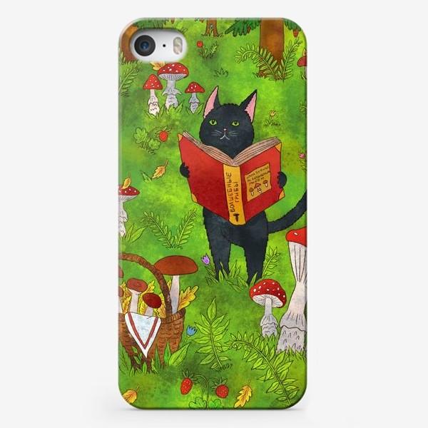 Чехол iPhone «Черный кот и грибы в сказочном лесу»