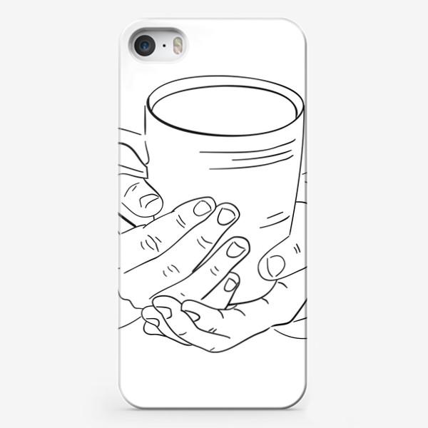 Чехол iPhone «Чашка горячего кофе, чая или какао согревает руки. Черно-белый скетч»
