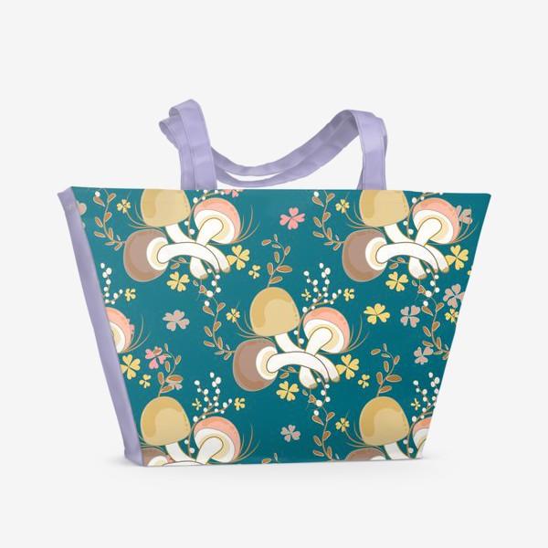 Пляжная сумка «Грибочки и листочки клевера.»