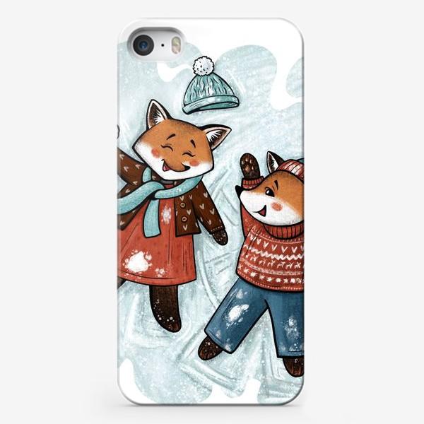 Чехол iPhone «Лисята играют в снежки»