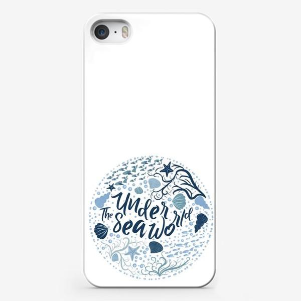 Чехол iPhone «Подводный мир, надпись в рамке из воды, рыб, водорослей в скандинавском стиле»